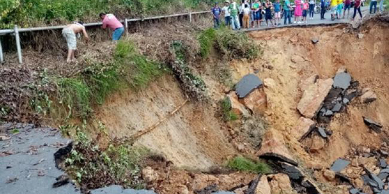 Más de 8.000 personas incomunicadas por colapso de vía en La Fortuna