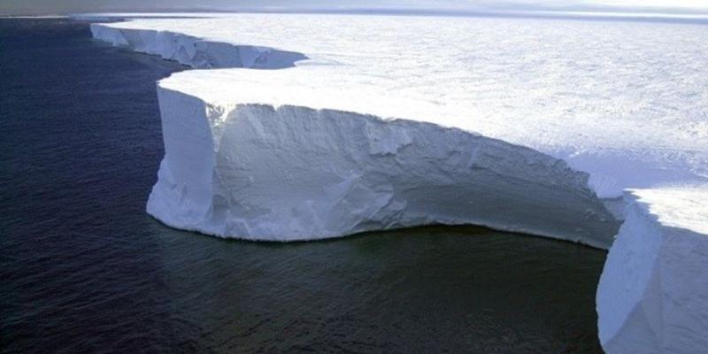 Antártida: detectan por primera vez agua tibia bajo un glaciar