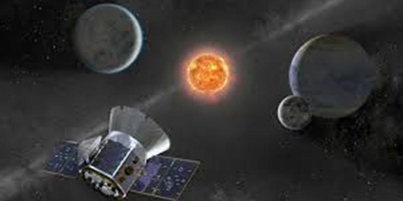 Practicante de la NASA descubrió planeta que orbita en torno a 2 estrellas