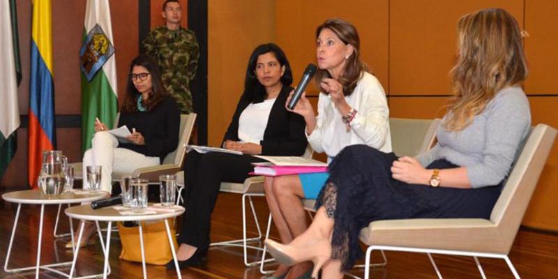 """""""En el país ya tenemos demasiadas psicólogas"""": Martha Lucia Ramírez"""