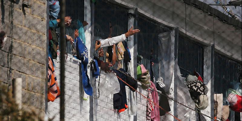 3 muertos y más de 89 heridos deja motín en La Modelo, según MinJusticia