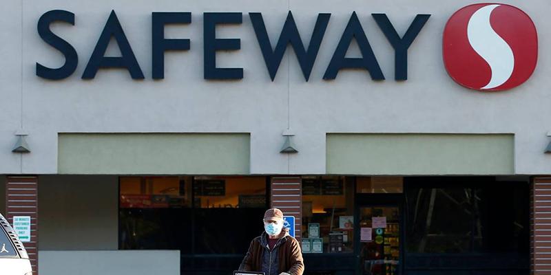 Arrestan a mujer en supermercado por lamer alimentos y otros artículos por valor de U$1,800