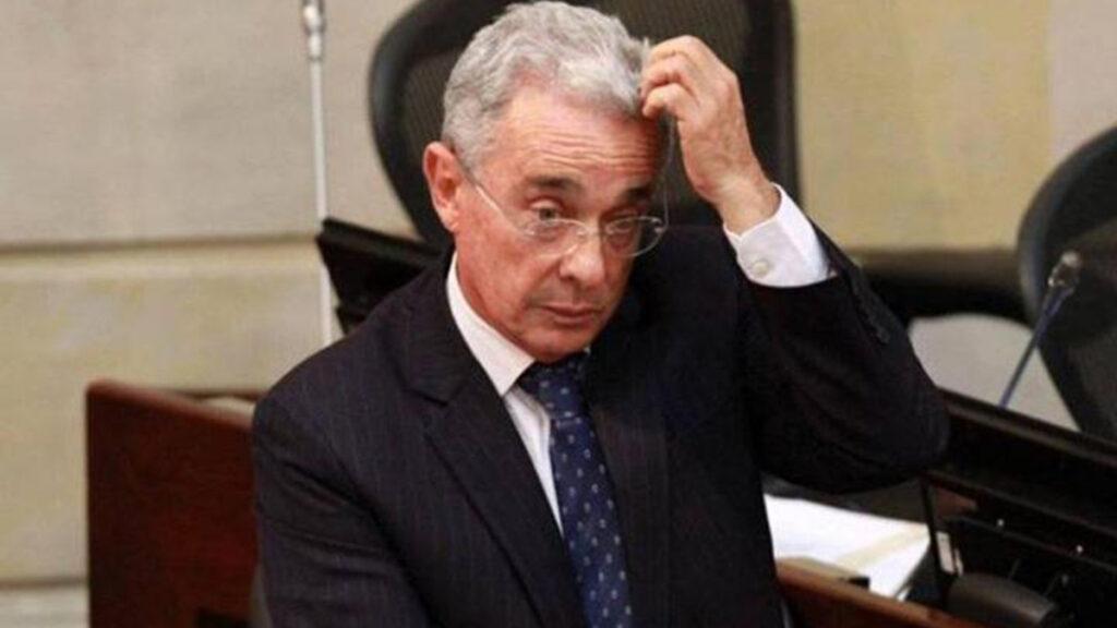 Exfiscales Montealegre y Perdomo denuncian a Álvaro Uribe por masacres El Aro y La Granja