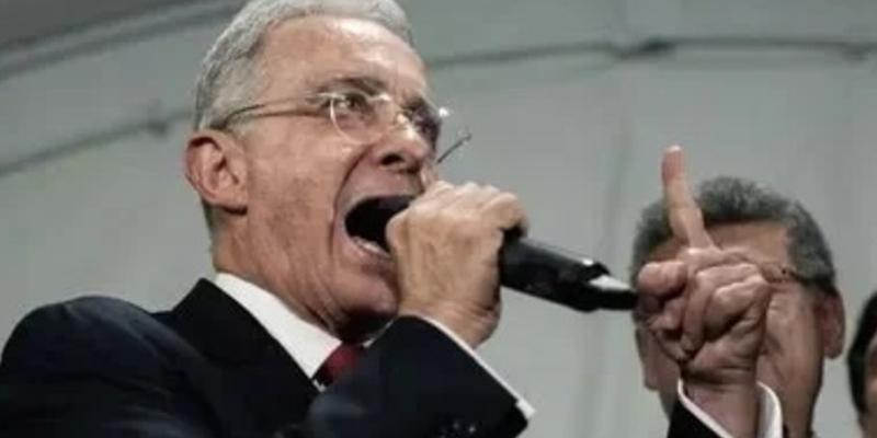Corte Suprema abre investigación a Uribe por masacres