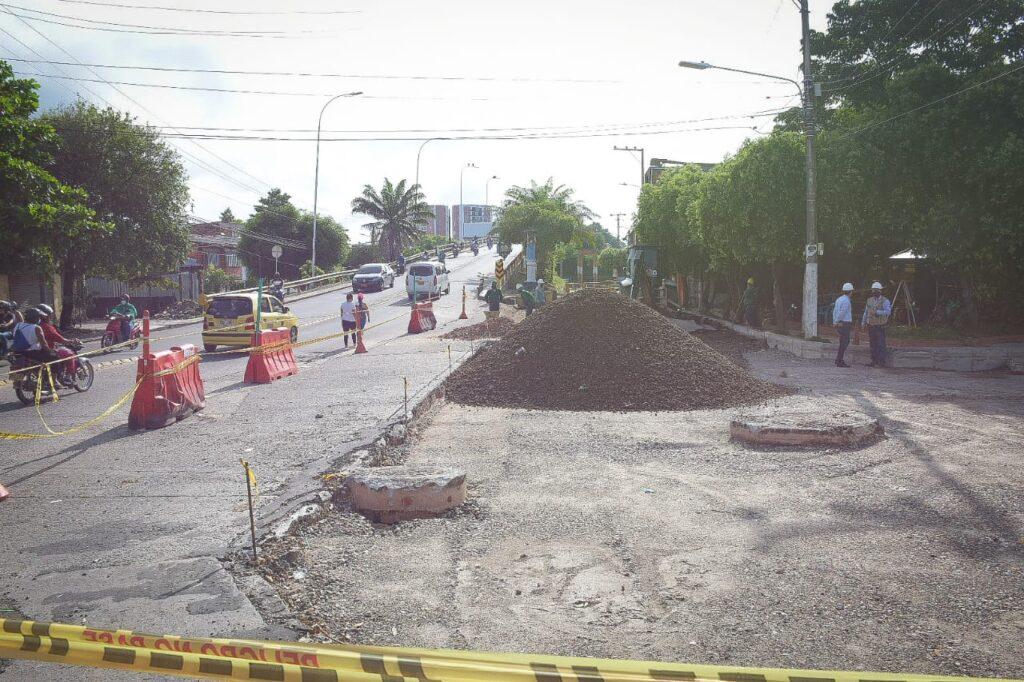 Alcaldía recupera  anden y tramo de vía en la intersección del barrio Palmira y el Puente Elevado