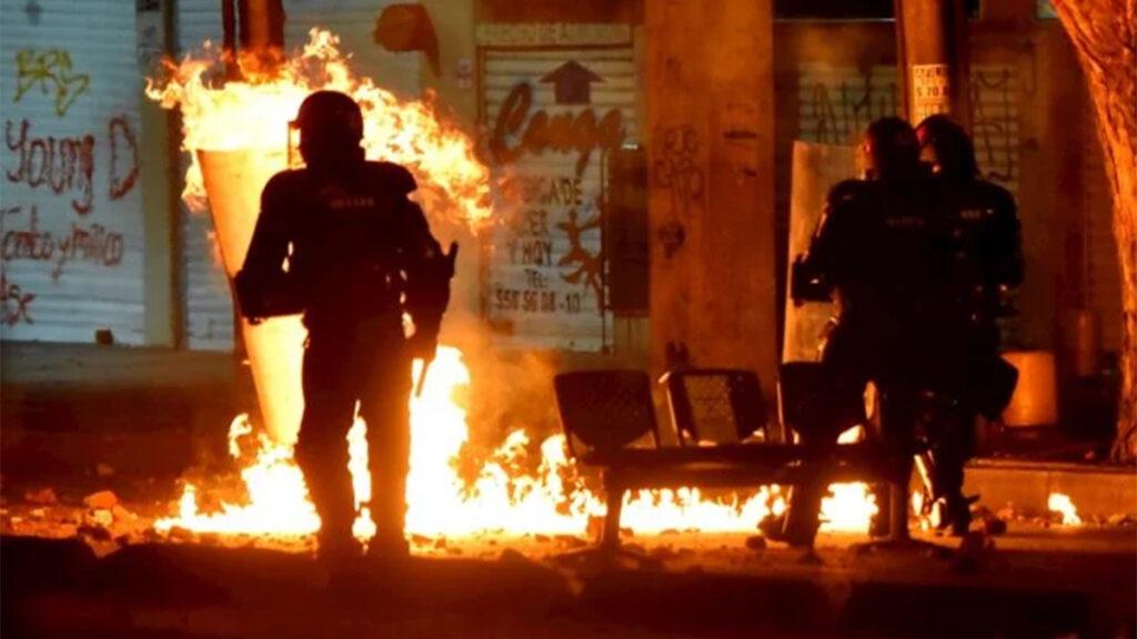 Colombia vive la segunda noche de protestas violentas contra la brutalidad policial
