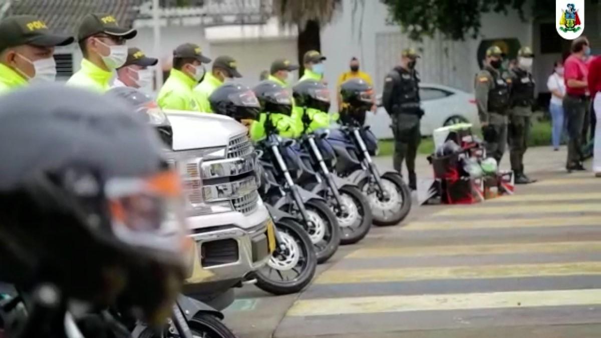 Alcaldía de Barrancabermeja entregó 9 motocicletas a la Policía