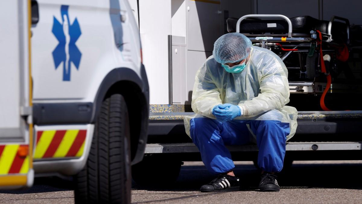 """""""Entre 3 y 4 de cada 10 muertes por COVID-19 se hubiesen podido evitar"""", dicen epidemiólogos y profesores"""