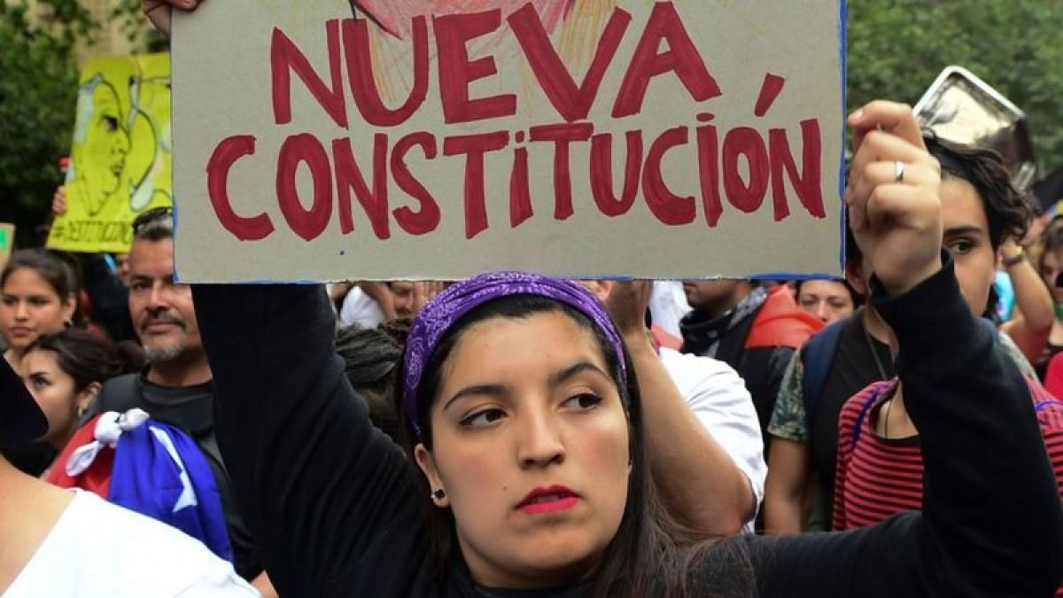 Chile aprueba en plebiscito histórico cambiar la Constitución de Pinochet