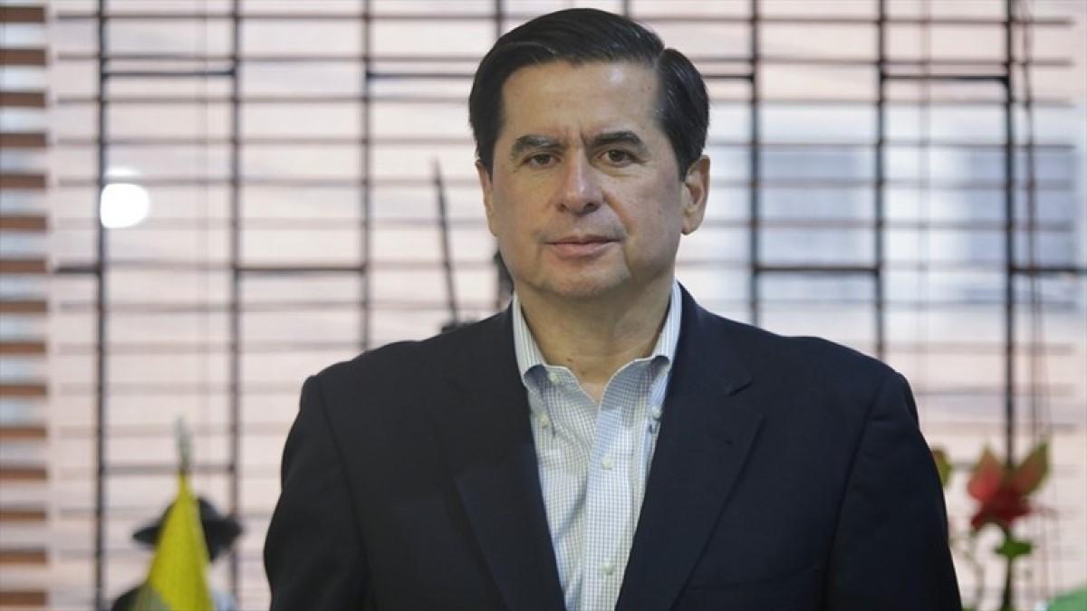 Ex ministro Juan Fernando Cristo pide reducir primas y pagos extras  a congresistas