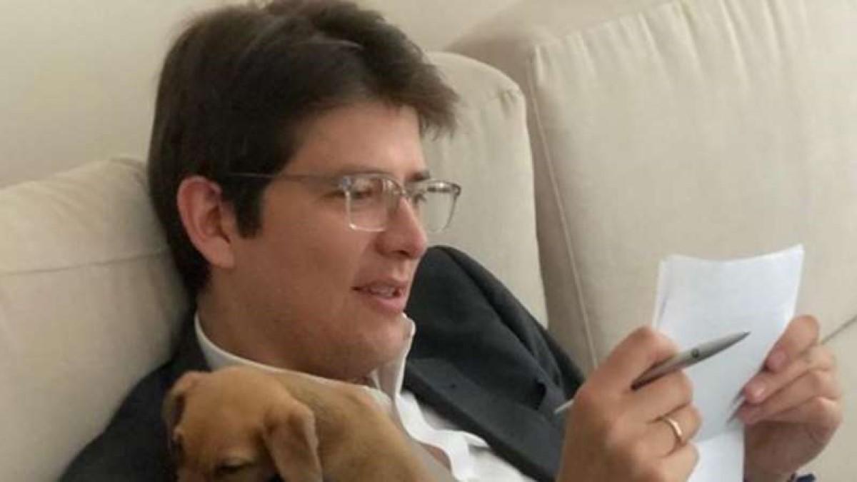 Denuncian contratos otorgados a personas cercanas a Miguel Uribe con dinero del COVID-19