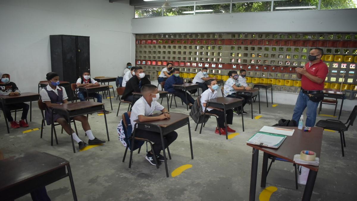 En B/bermeja abre las puertas colegio Juan Francisco Sarasti