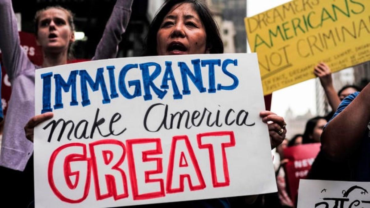 EE.UU. da primer paso para dar ciudadanía a cuatro millones de migrantes