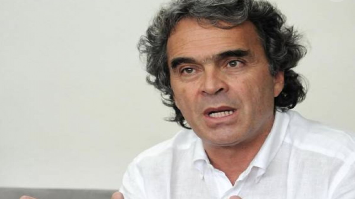 Fiscalía imputa cargos contra Sergio Fajardo