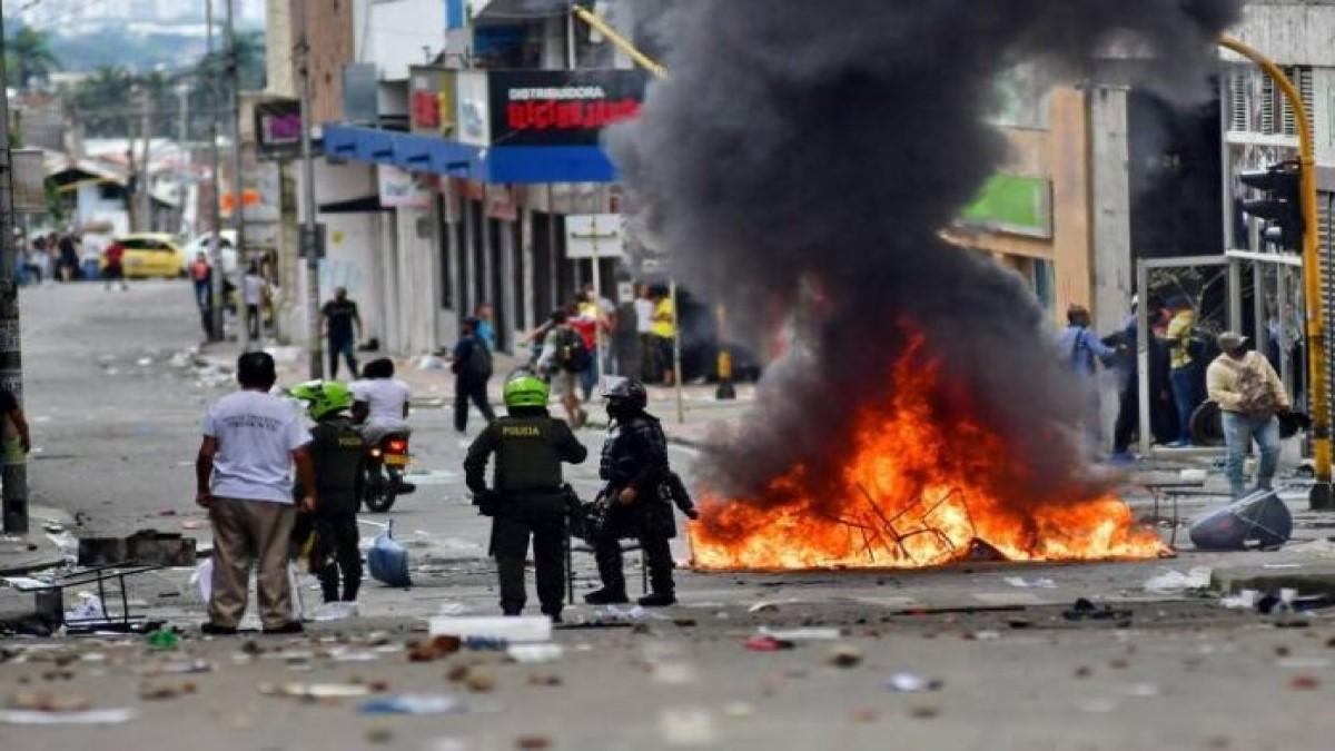 Cali arde: Siguen enfrentamientos y denuncian abuso policial