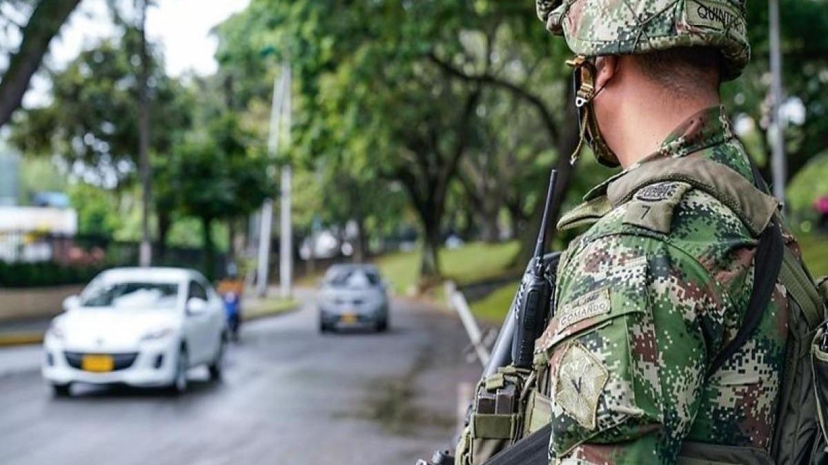 Ejército compró $2.318 millones en visores nocturnos que solo sirven para alpinismo