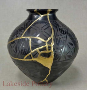 Picture of Restored Vase in Kintsukuroi Art style