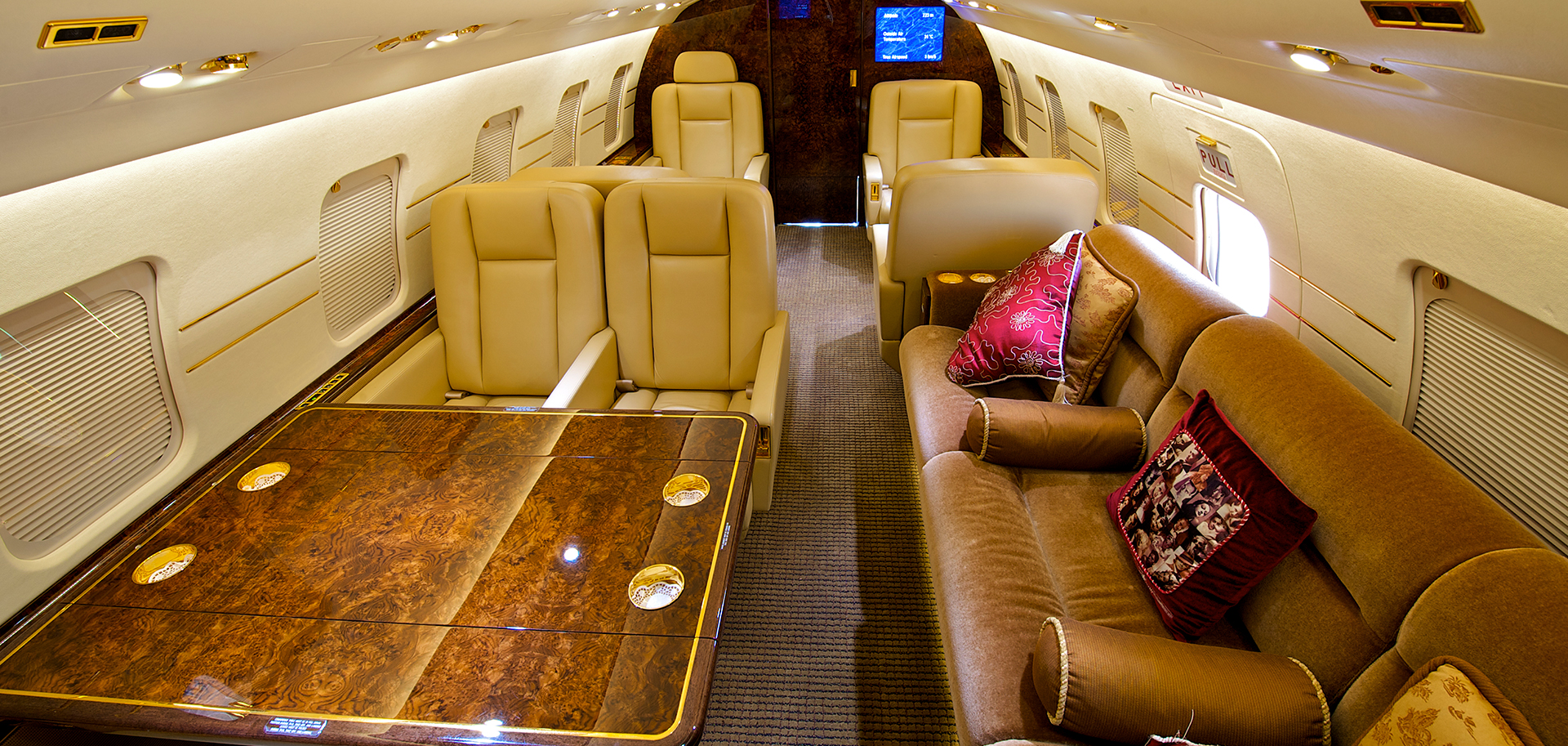 interior aircraft cleaning