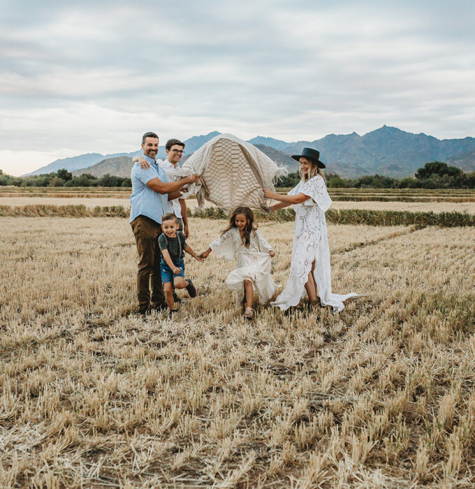 outdoor-family-photographer-surprise