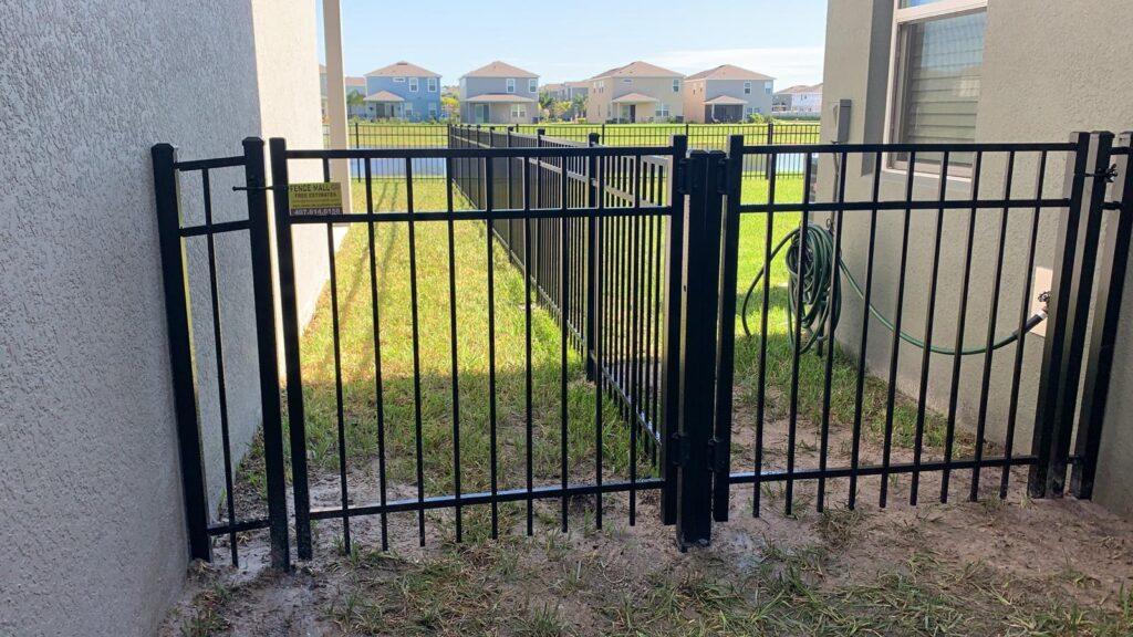 3 rails gate