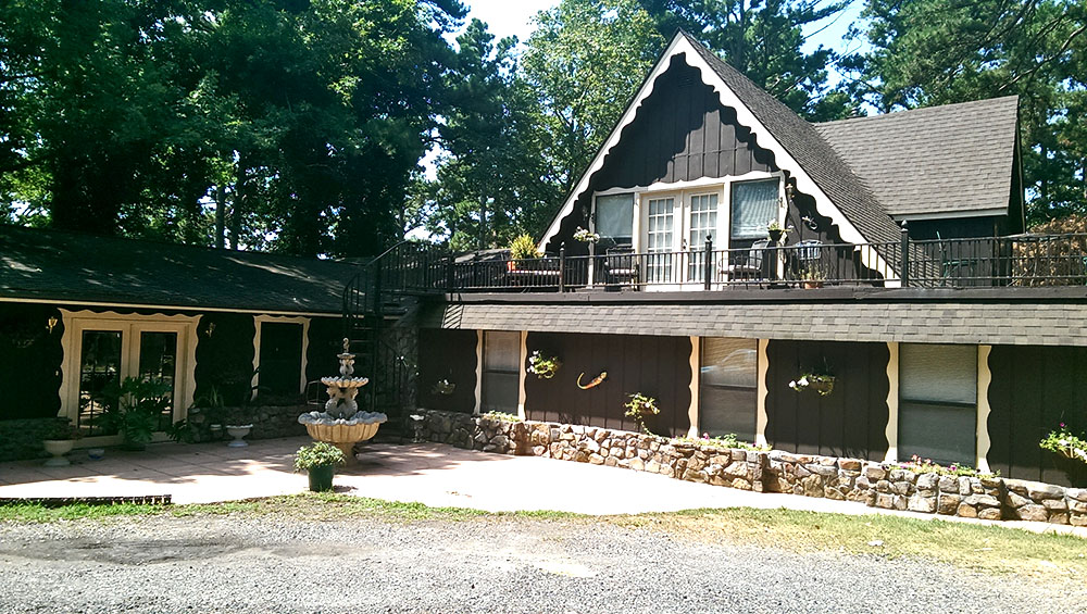 Front-of-the-house-Ouachita-MTN-Resort-and-farm-adventure