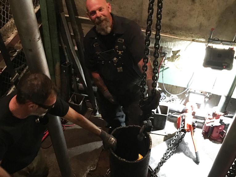 Removing an underground hydraulic cylinder