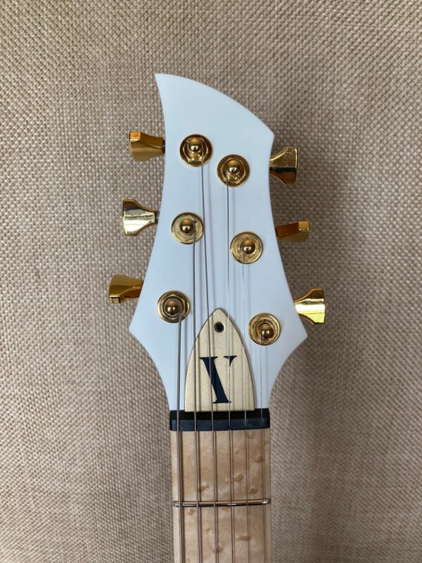 Pyramid Guitars Co. spec Moth