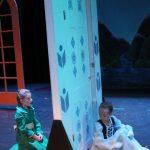 Middle Anna & Elsa
