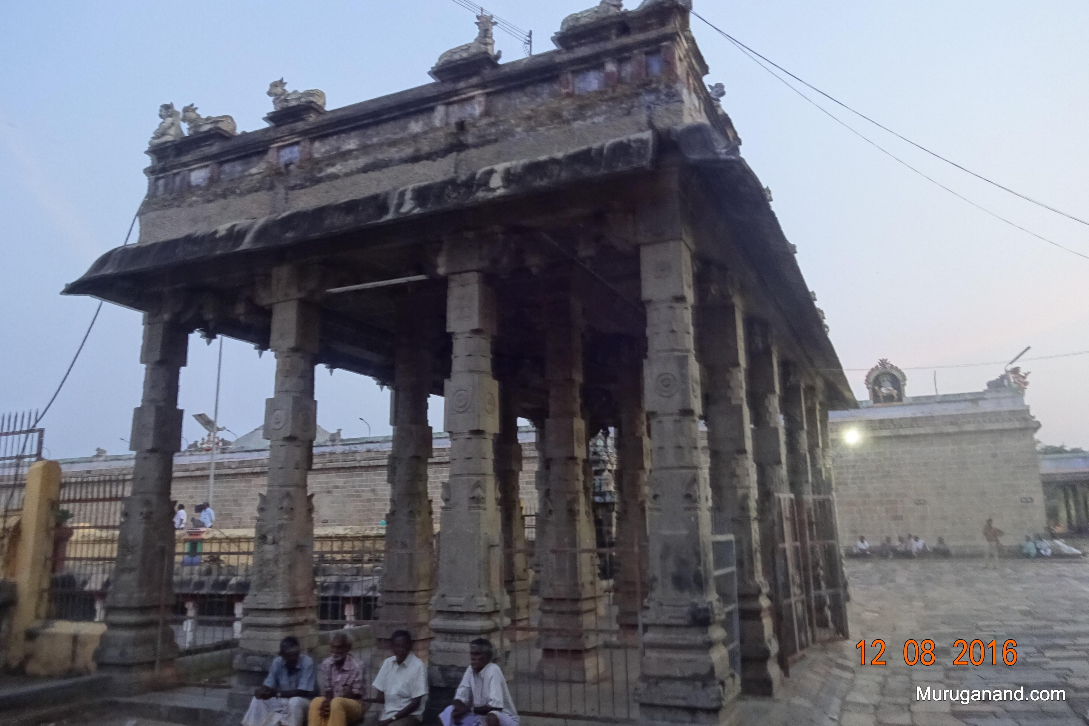 Mandapam entry to the Sivganga Tank. It is facing 100 pillared hall.