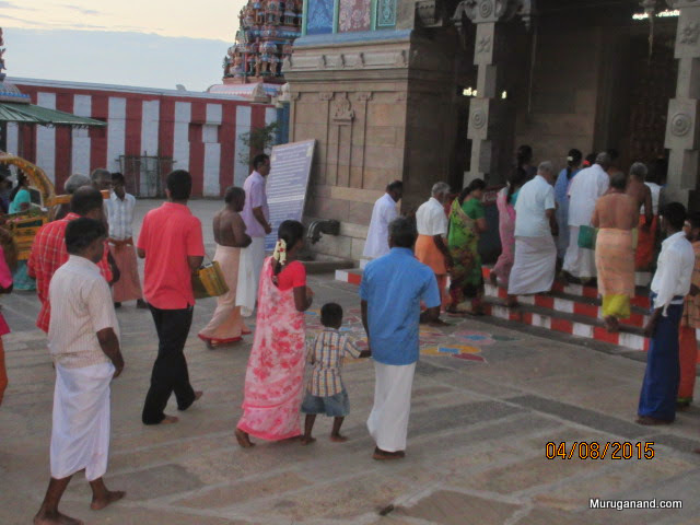 Procession enters the main temple