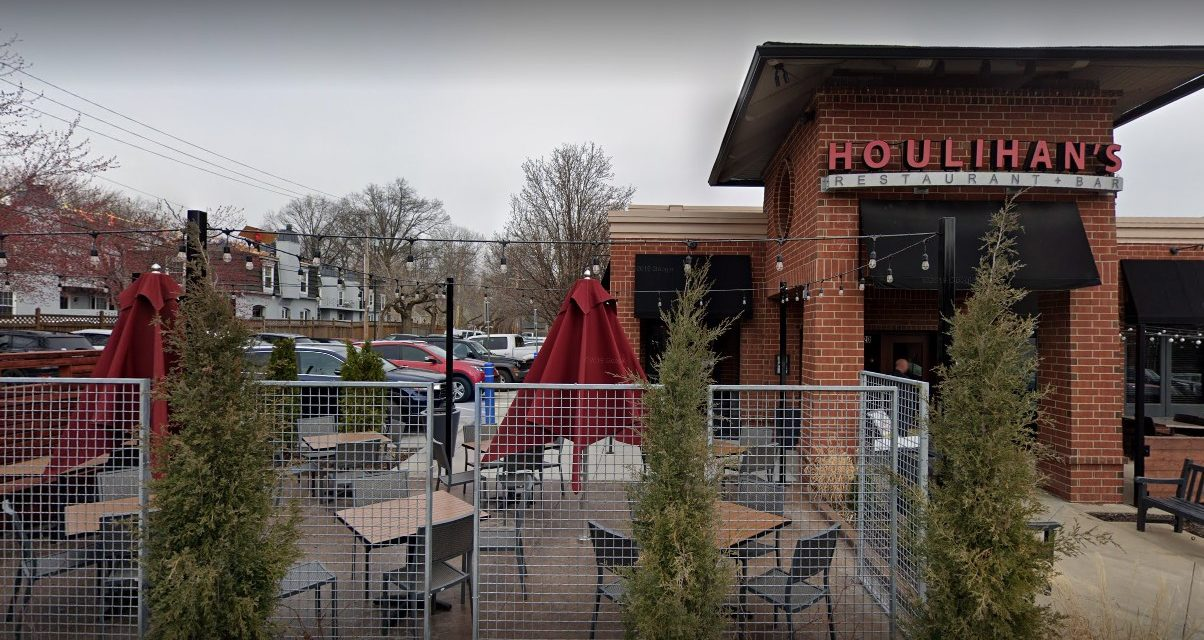 Fairway Houlihan's fails 3rd inspection this month; Thirty alert small flying insects in the public areas