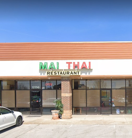 Employee washes hands, wipes on dirty apron; Mai Thai Restaurant hit with 10 violations during inspection