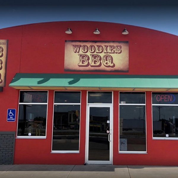 Inspection Woodies Smokehouse BBQ in McPherson finds 12-16 live flies- flying and landing on people, electrical cords and mop sink
