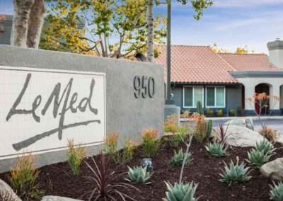 Le med apartment homes sign