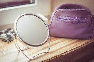 Handheld mirrors for times of loving each other