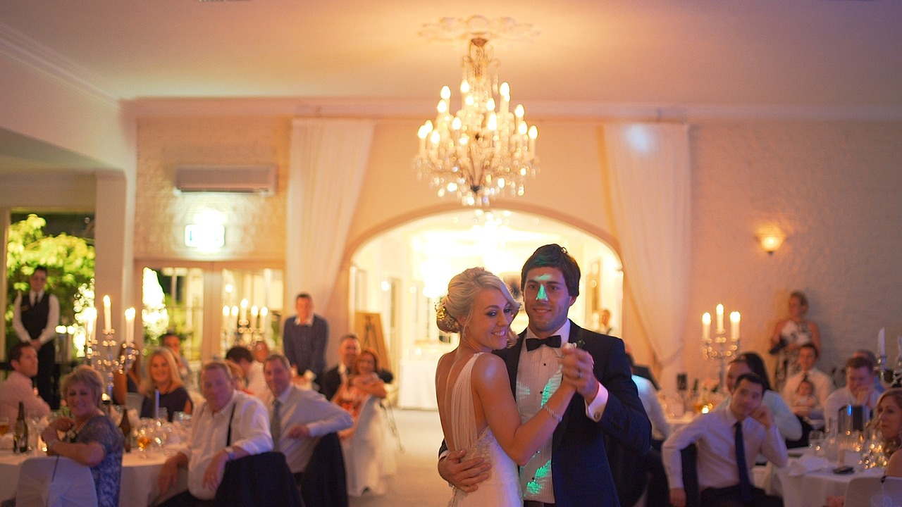 Can there be a wedding without music? Of course not! But it can be difficult to choose between songs that are meaningful to your couple and music that is suitable for a wedding reception. Your best bet is to combine a variety of sounds and styles and to create different scenes.