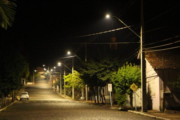 RGE inicia implantação de tecnologia LED no município