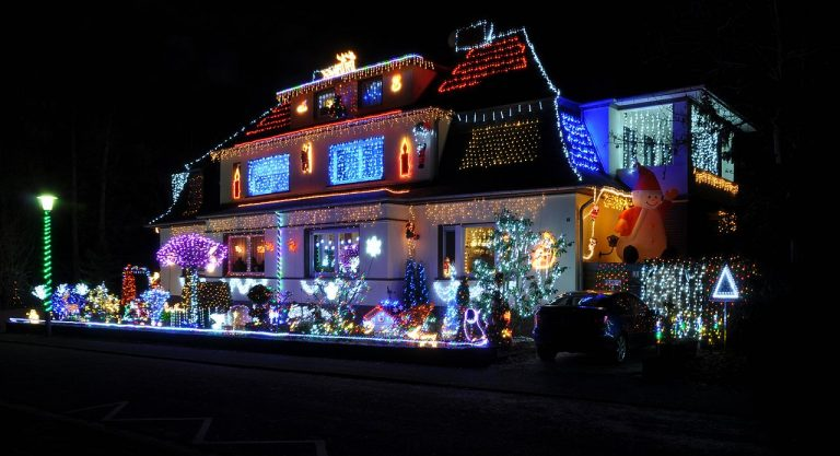 Avoiding Roof Damage When Doing Your Christmas Decorations