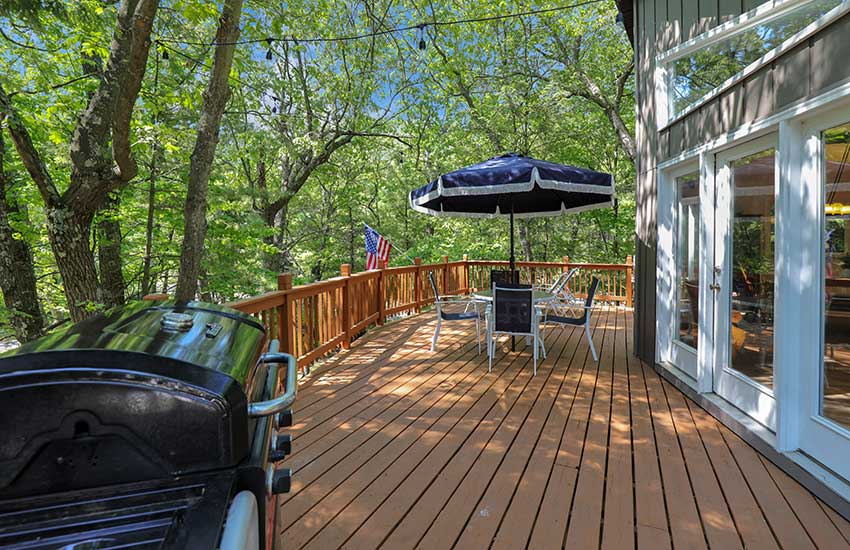 acorn abbey rental deck and stairs