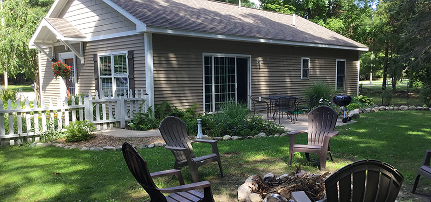 charming getaway cottage in pentwater