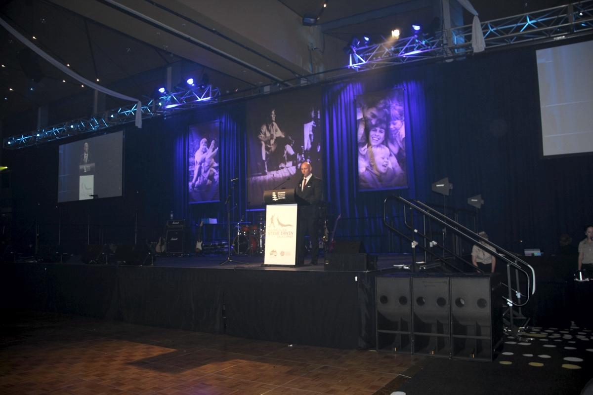 Minnik Chartered Accountants - Australia Zoo - Paul de Gelder Navy Diver Shark Attack Survivor Pays Tribute to Steve Irwin