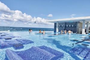 XPI_17_127 - Infinity pool with swim up bar