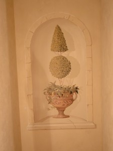 Old World - Urn in niche