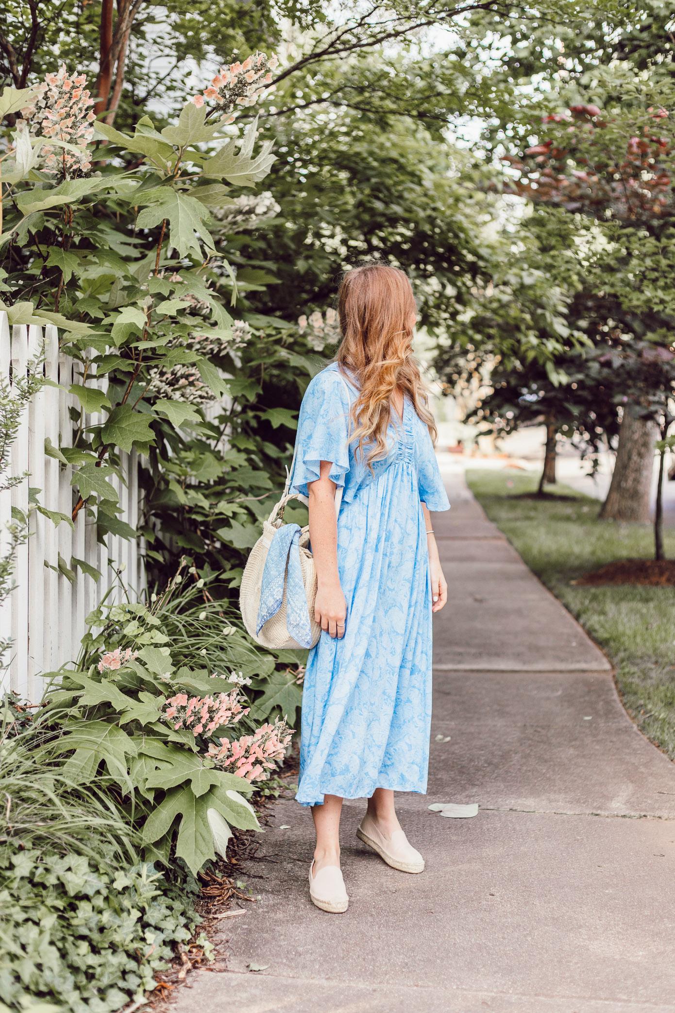 Easy Summer Dresses 2018   Blue Kimono Dress for Summer styled on Louella Reese