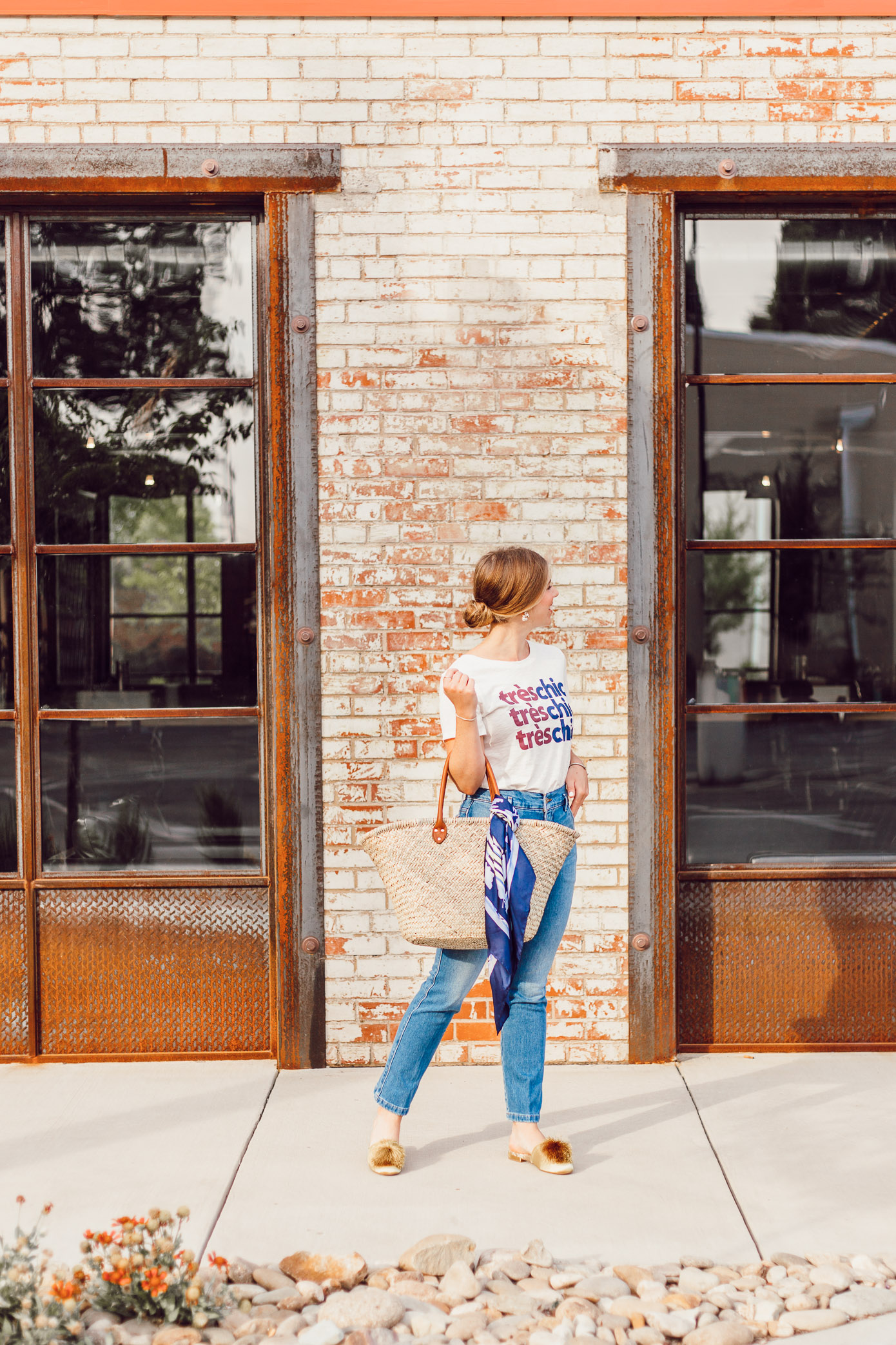 How to Style a Graphic Tee for Summer featured on Louella Reese | Graphic Tee Summer Style, Très Chic Tee