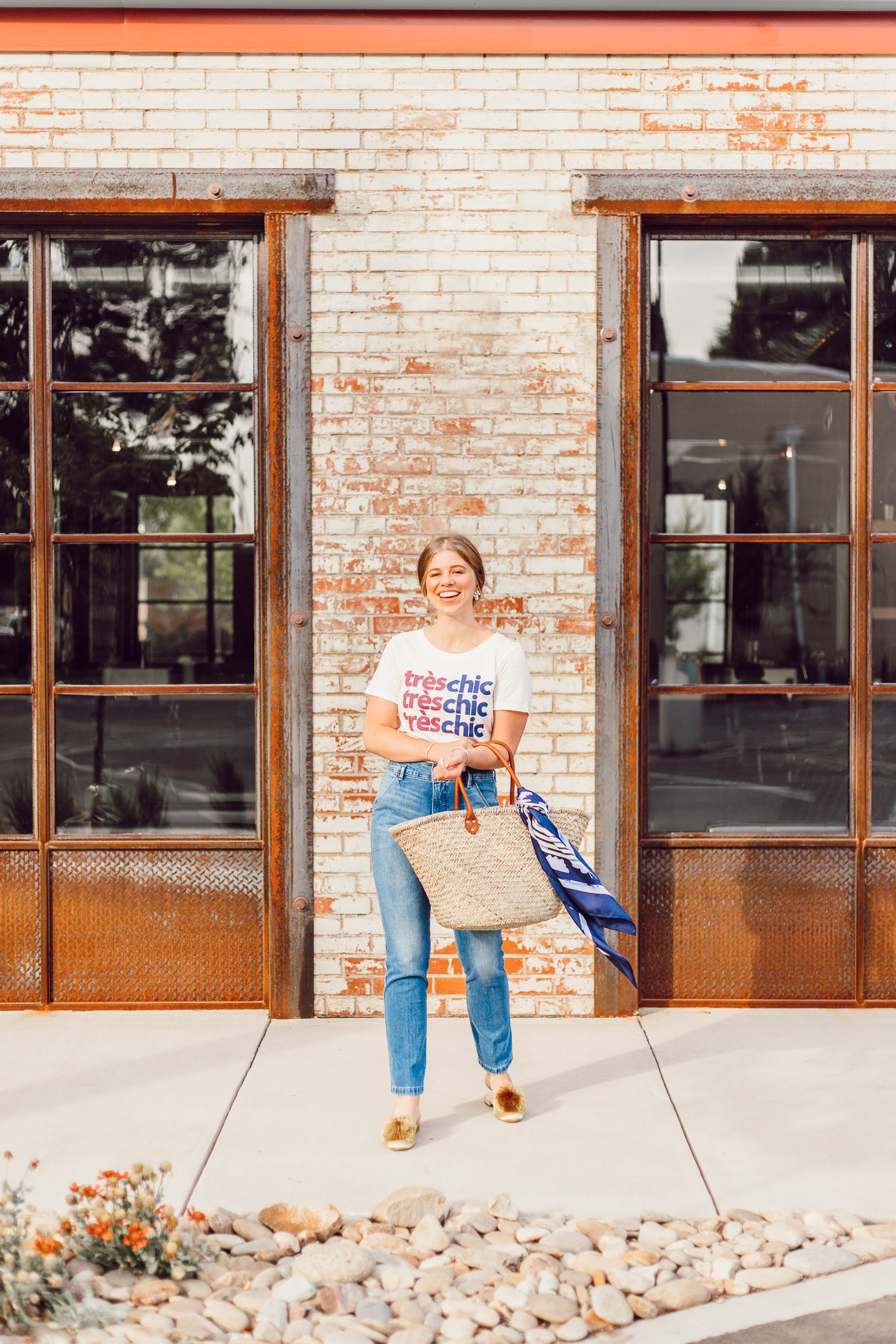 How to Wear a Graphic Tee this Summer featured on Louella Reese | Graphic Tee Summer Style, Très Chic Tee