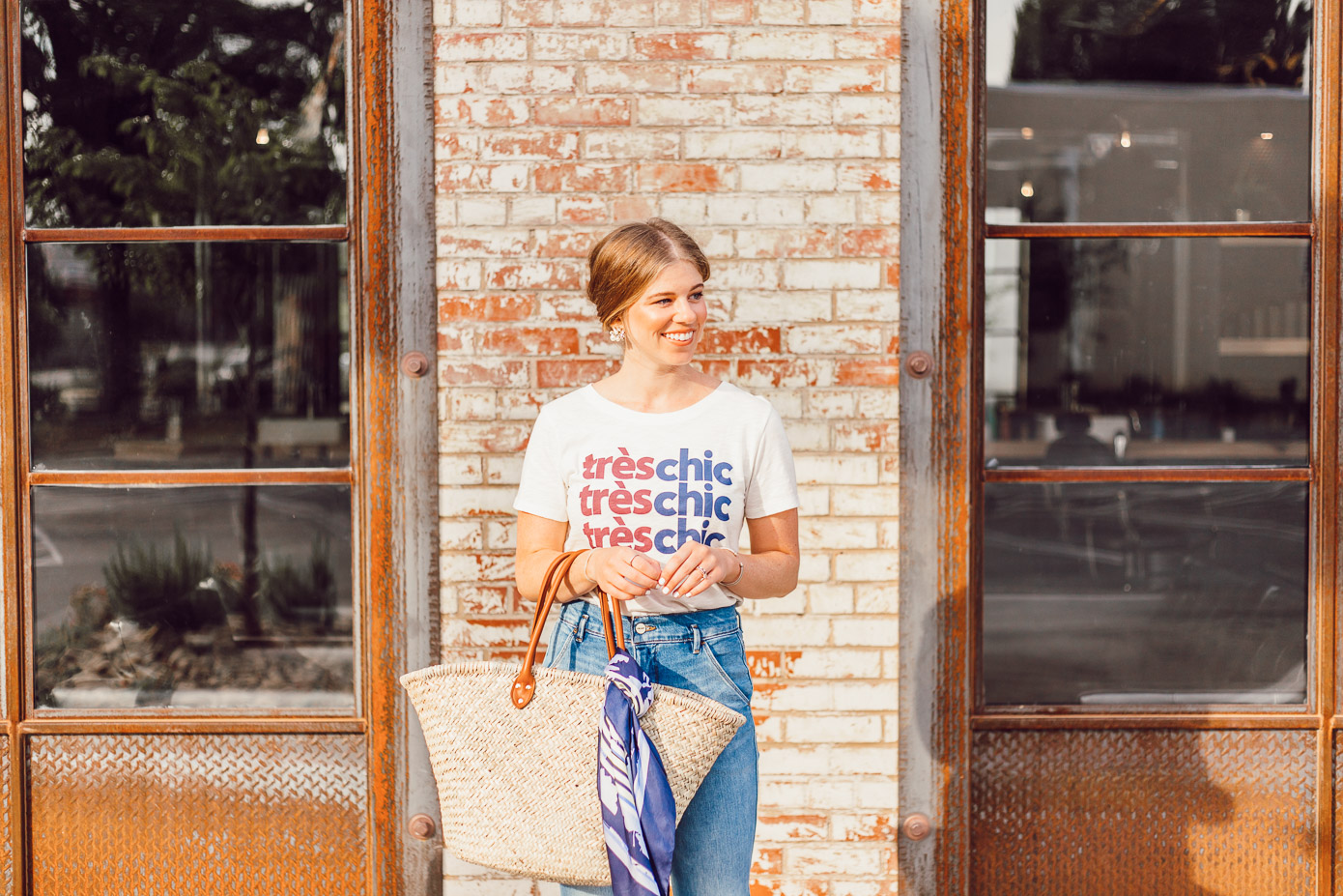 How to Style a Graphic Tee for Summer featured on Louella Reese Life & Style Blog | Graphic Tee Summer Style, Très Chic Tee