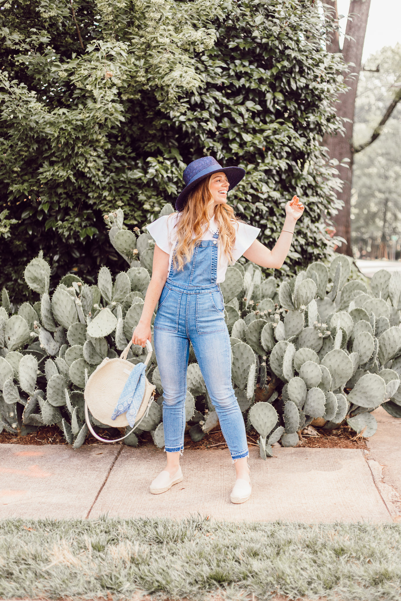 Summer Weekend Overalls Outfit Idea | How to Style Overalls for the Summer featured on Louella Reese #overalls #summerstyle