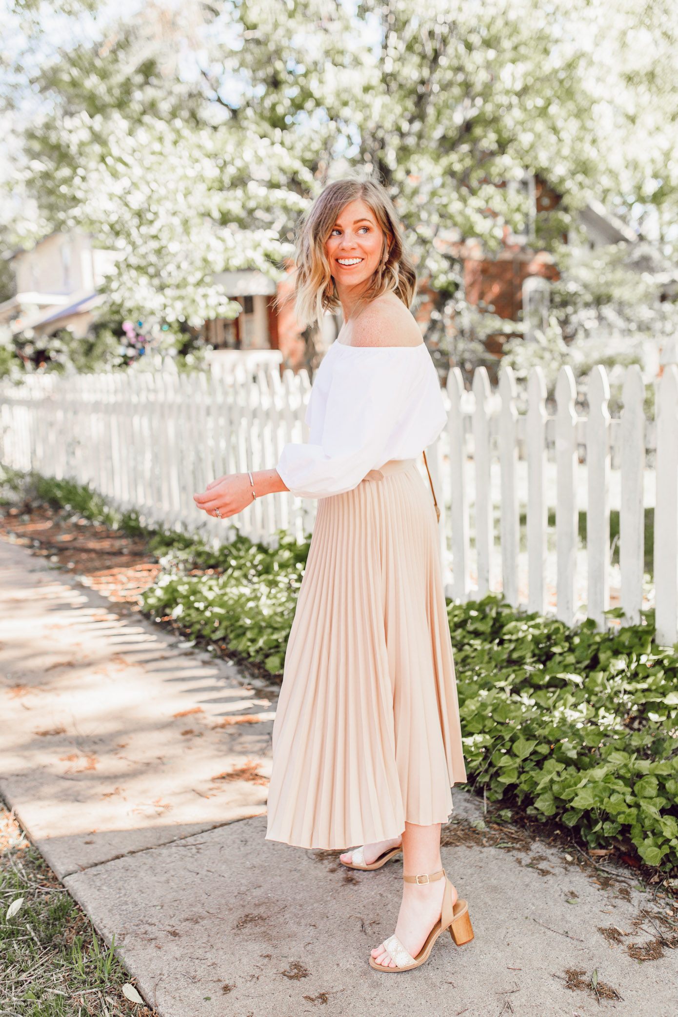 Tips for how to style and wear pleated midi skirts   ft. Chicwish, Jack Rogers, Lisi Lerch   Louella Reese