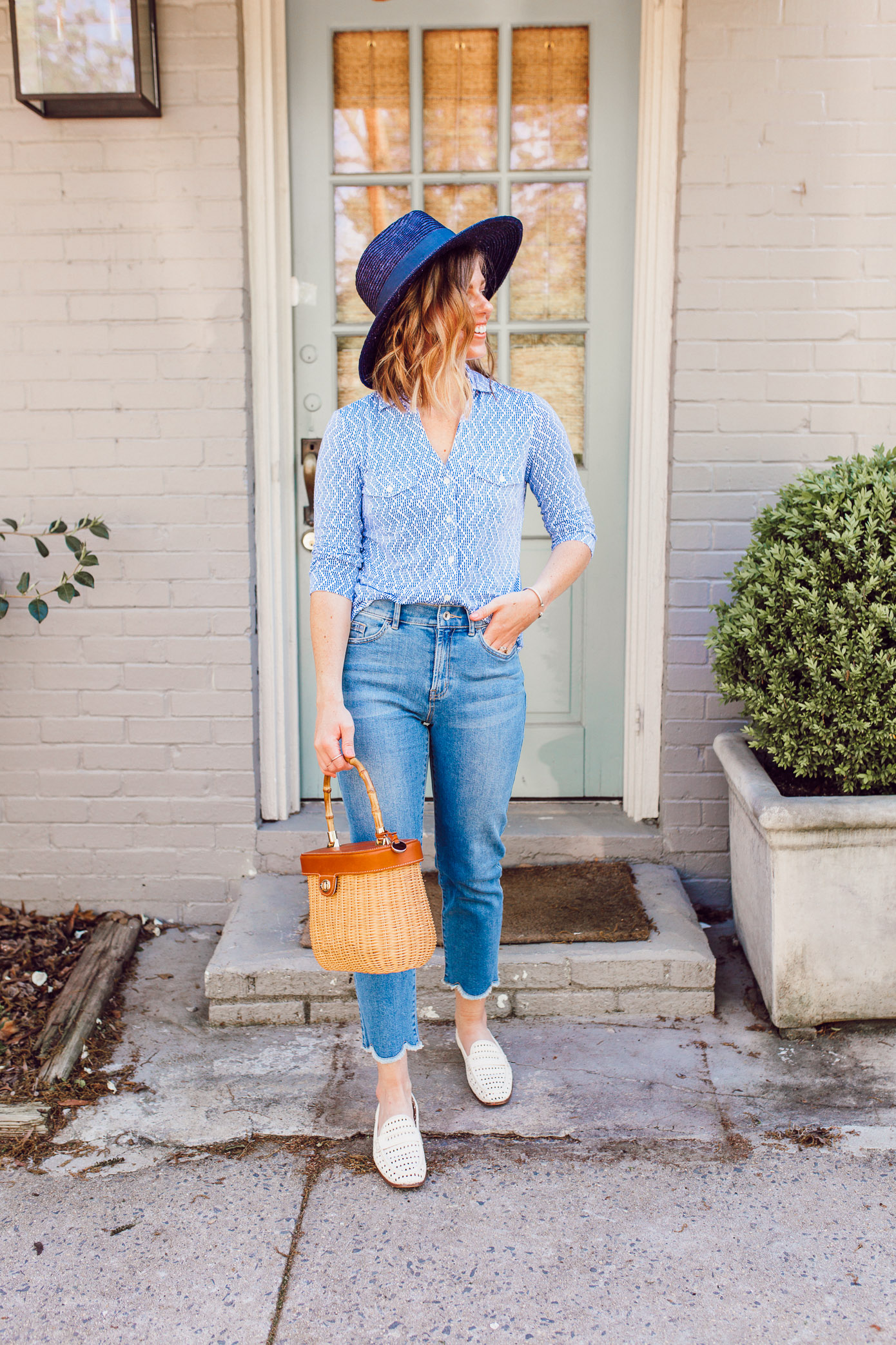 A casual blue and white outfit you need to try | Scalloped Hem Jeans | Louella Reese
